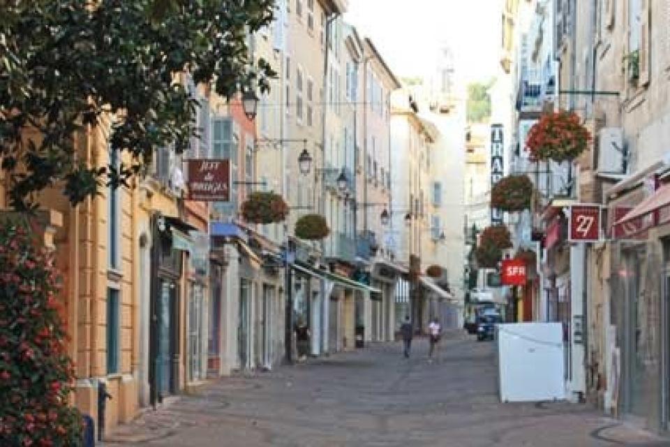 Draguignan provence villas for Piscine de draguignan